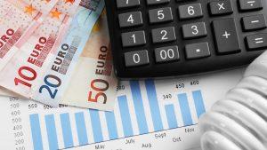 Aumento costi energia elettrica bollette risparmiare