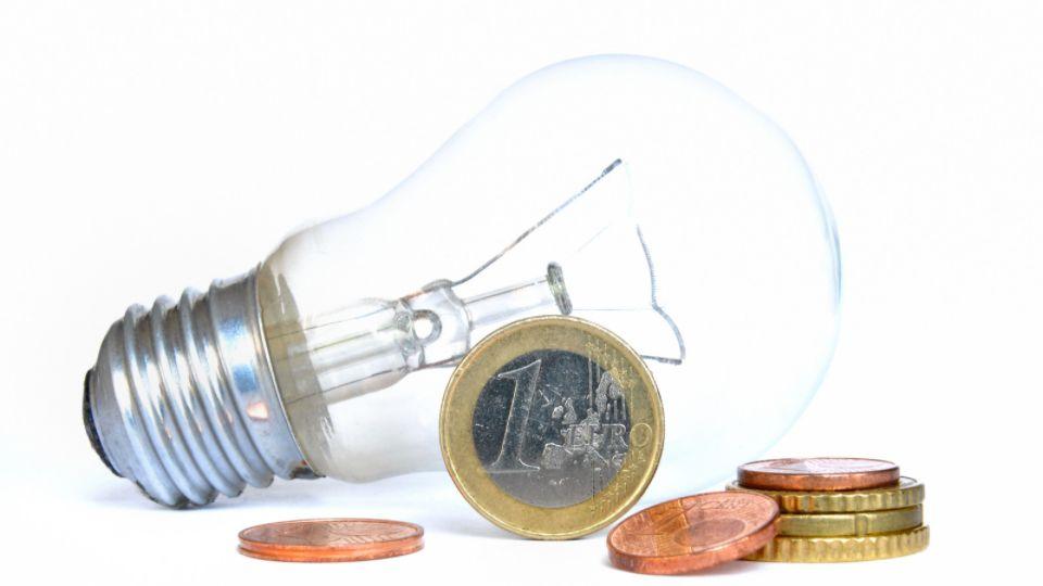 aumento del costo elettricità